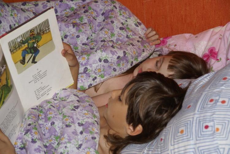спящую брат сестру трахнул бухую
