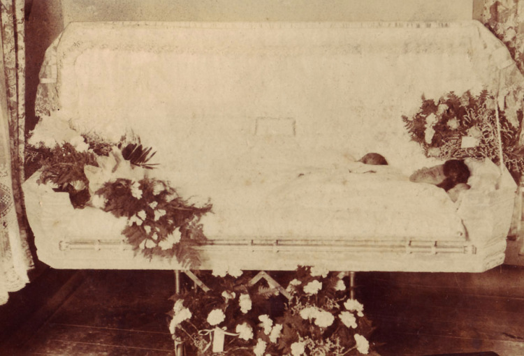фото покойника в рамочке Москве