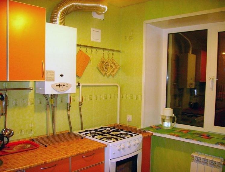 Фото ремонта кухни 5 кв м с колонкой