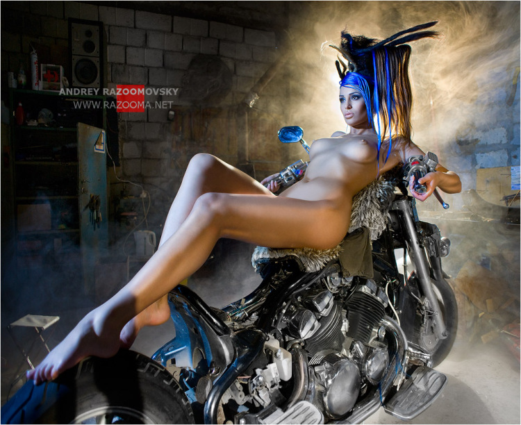 oboi-dlya-rabochego-stola-erotika-i-mototsikli