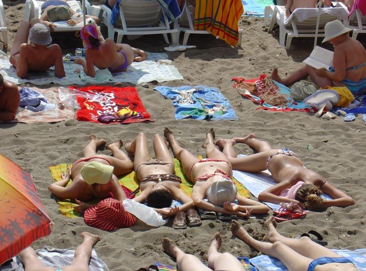 Нудисты на пляже фото видео думаю